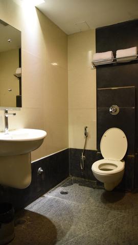 Mango_Comfort_Room_Bathroom_(2)_hdi