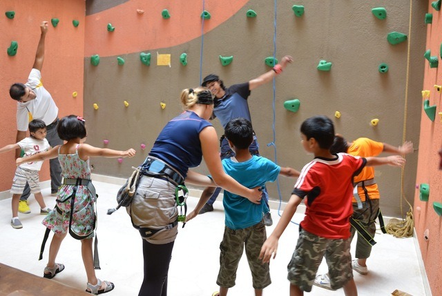 Rock_climbing_wall