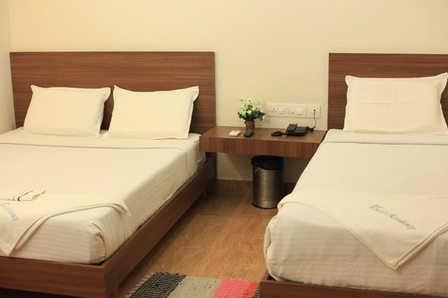 Triple_deluxe_room_(1)