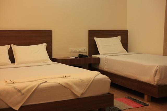 Triple_deluxe_room_(2)