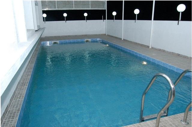 Vam_swiming