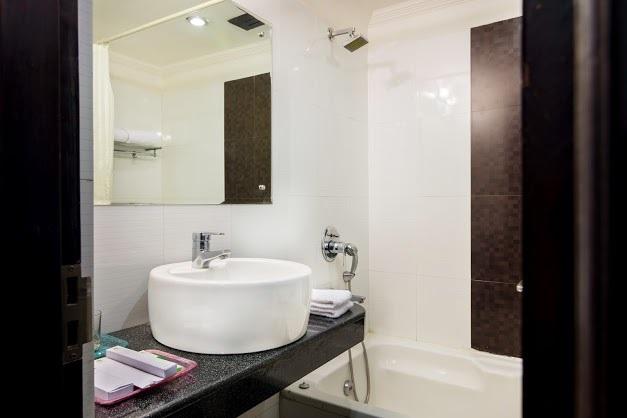 Maple_Bathroom_1