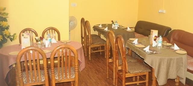 Ample_Inn_-_Restaurant_2