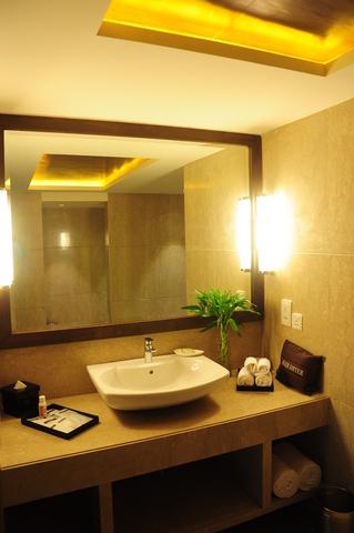 Club_Room-Bathroom