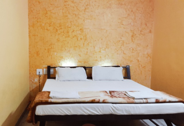 Economic-Room-New-India-Guest-House-3