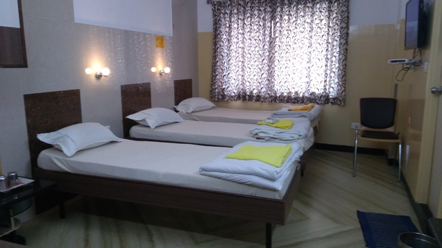 Executive_room_with_3_cot_room