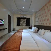 4_Bed_Suite_Room