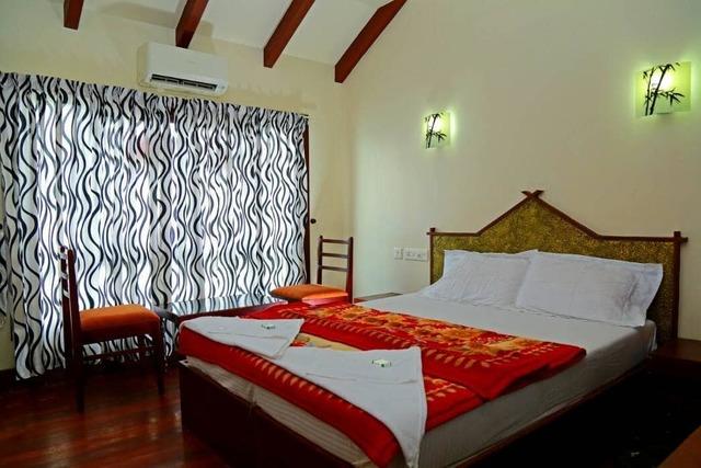 lake-india-houseboats-allepey-master-bedroom-115359177141-jpeg-fs