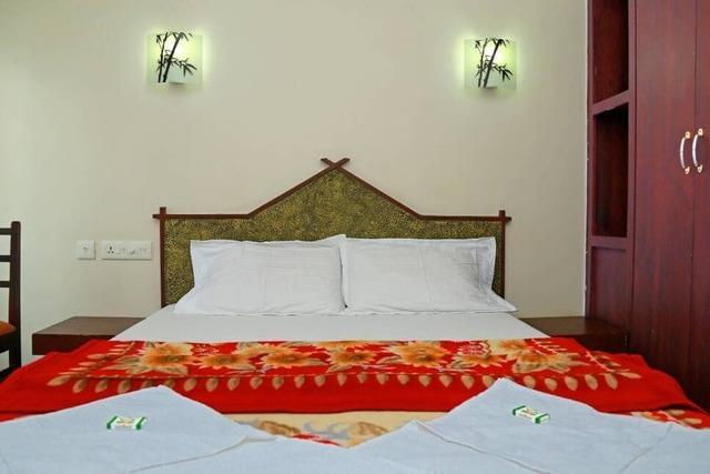lake-india-houseboats-allepey-master-bedroom-115359195151-jpeg-fs