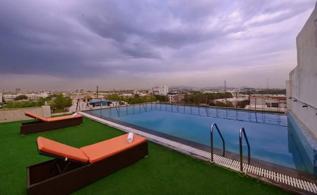 Swiming_Pool_Area_-_Rooftop1