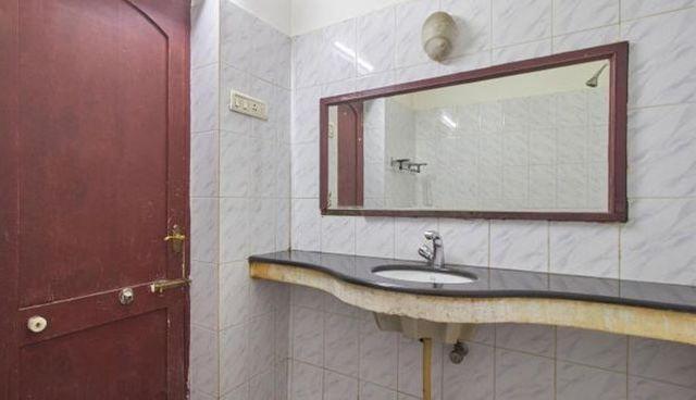 executive_bathroom