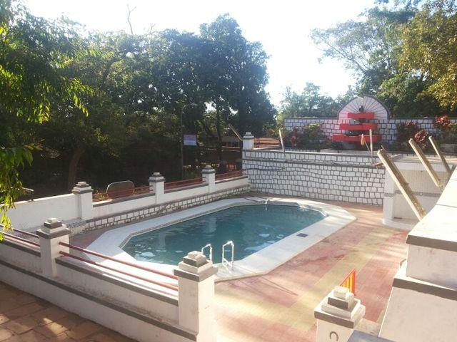Hotel_Paramount_Swimming_Pool_1