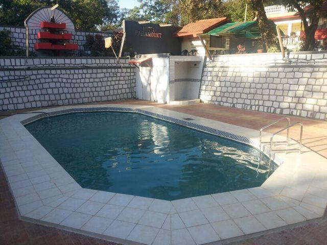 Hotel_Paramount_Swimming_Pool_2