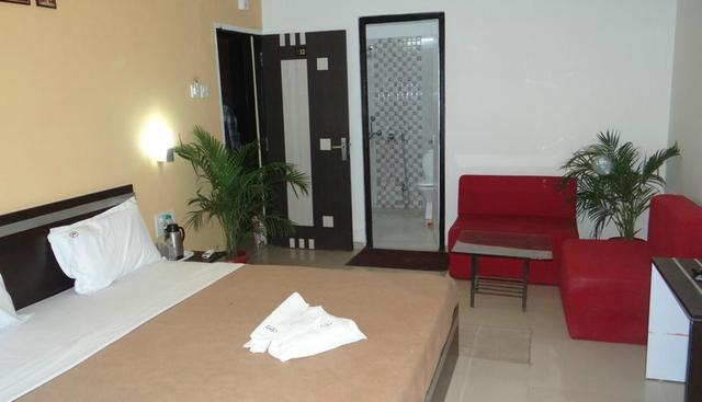 hotel-linear-inn-indore-guest-room-30127441fs