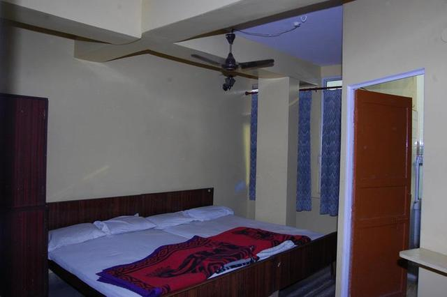 bombay-hotel-jaipur-guest-room-68073769409fs