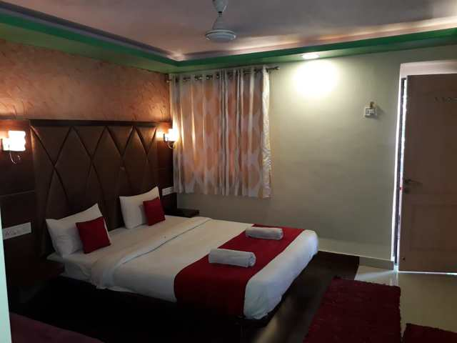 hotel-laxmi-mahabaleshwar-deluxe-room-ac-98047622576-jpeg-fs