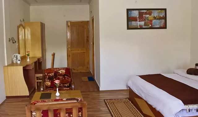 hotel-prini-palace-manali-bedroom_3-86106218937-jpeg-fs