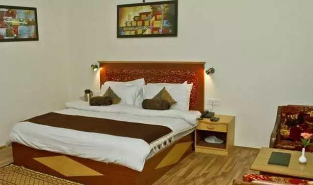hotel-prini-palace-manali-bedroom_4-86106234687-jpeg-fs