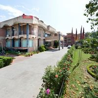 Outer_view_of_Resort_(2)