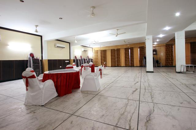 hotel s r palace agra room rates reviews deals rh cleartrip com