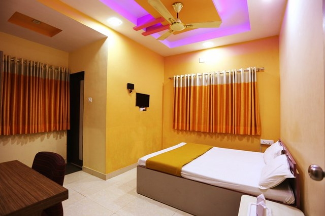 Superior_Double_Bed_Non_AC_Room_3