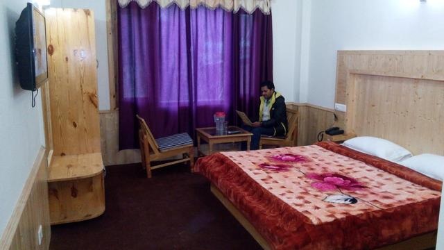 hotel-hill-top-manali-deluxe-room-70642631869fs
