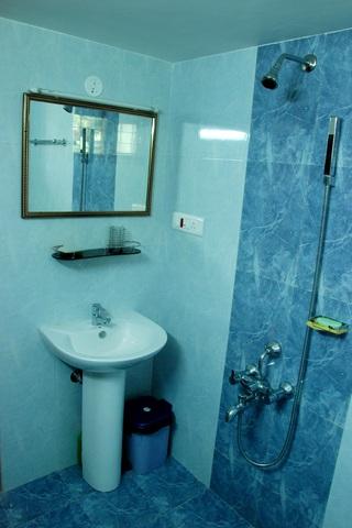 5Cottage__Bathroom
