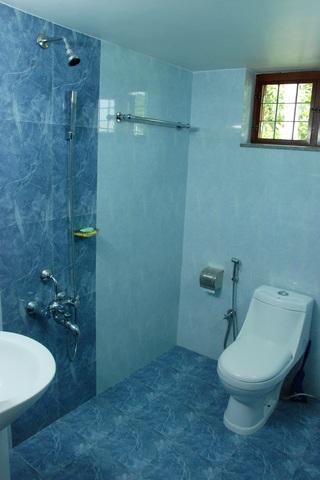 6Cottage_Bathroom1