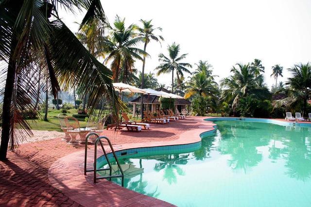 Club mahindra kumarakom kumarakom room rates reviews - Club mahindra kandaghat swimming pool ...