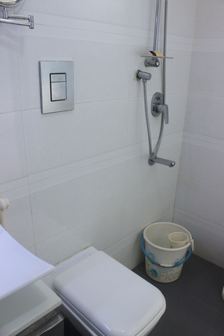 Stay_well_Twin_bathroom2