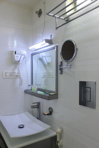 Stay_well_Twin_bathroom
