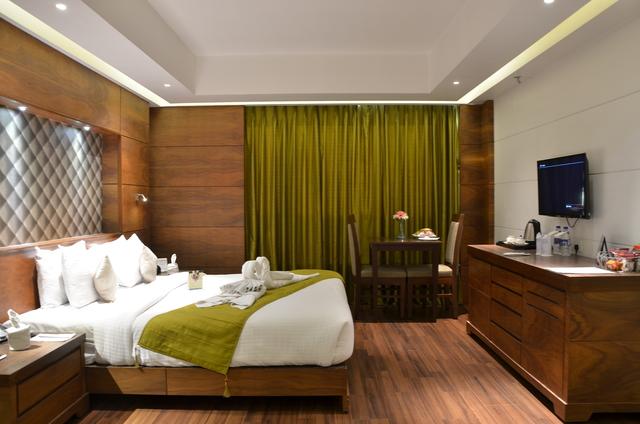 Luxury_Room_(2)