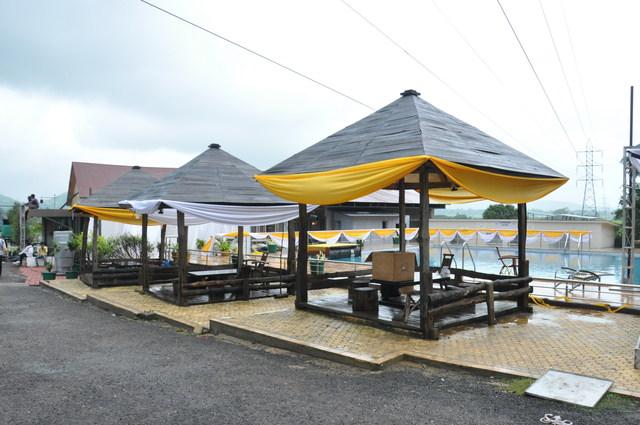 Hut_at_pool