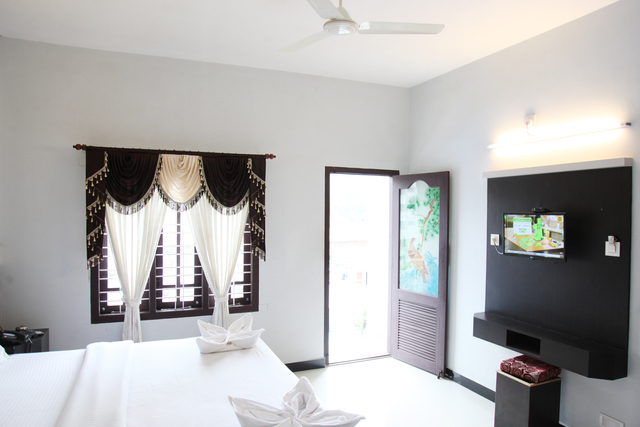 Super_Deluxe_Room_with_Balcony_(3)