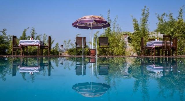 2_swimming-pool