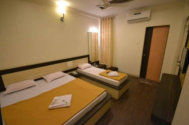 tripple_bed_room