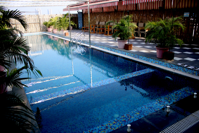 Swimmin_Pool_(2)