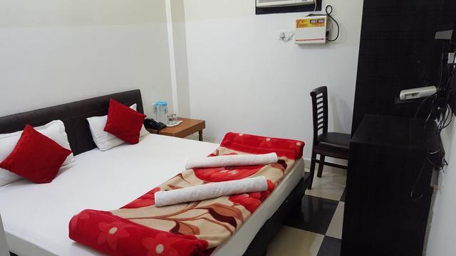 hotel-ramneek-amritsar-deluxe-room-2-58974528781fs