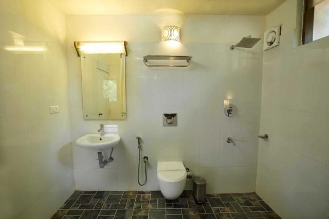 21_Room-clubhouse_bathroom