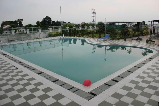 hotel-padmini-palace-dehradun-swimming-pool-41907536fs