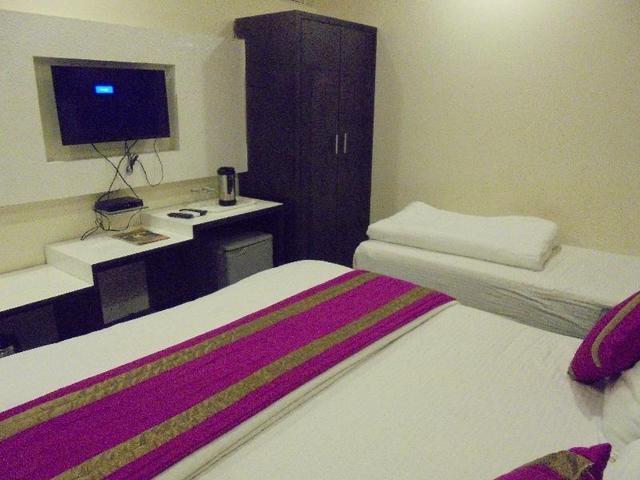 hotel-bella-vista-delhi-triple-room-40584977fs