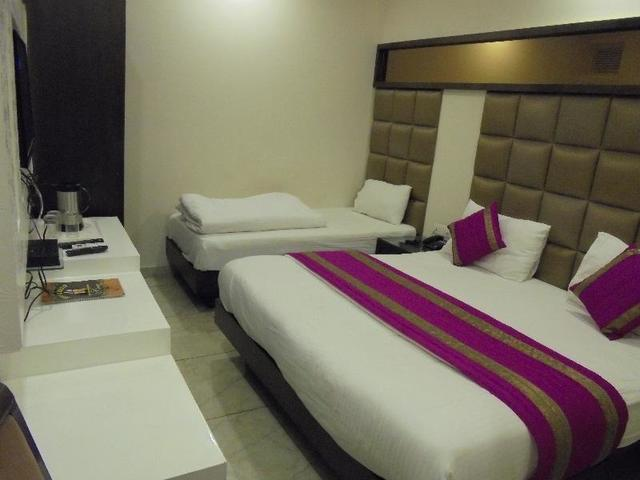 hotel-bella-vista-delhi-triple-room-40585020fs