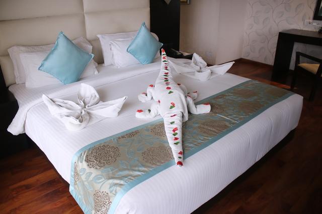 Premier_Suite_Bedroom_(3)