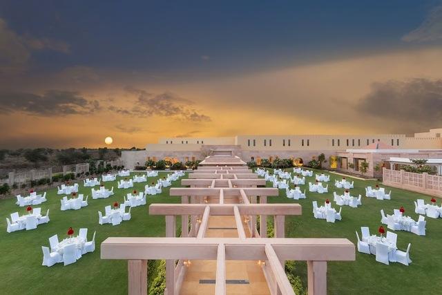 FINAL_JPEG_outdoor_banquet