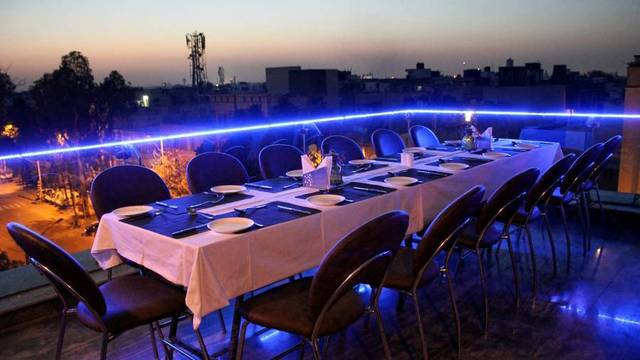 roof_top_restaurant_1_hotel_indus_biznotel_new_delhi