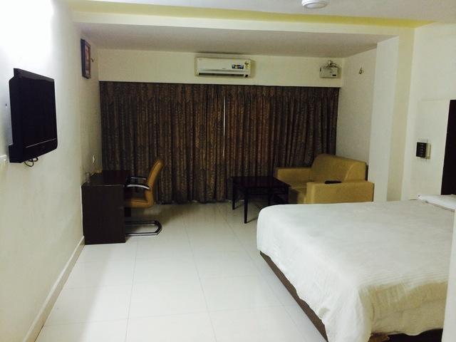 Santosh_Deluxe_Room_(2)