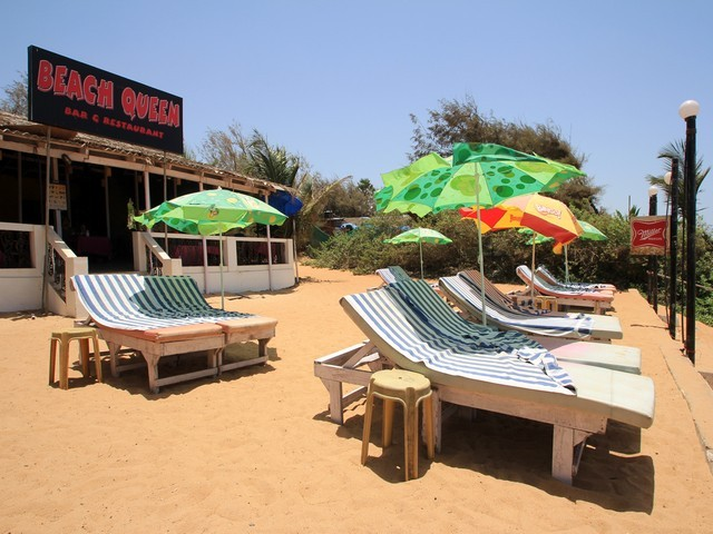 Beach queen guest house goa room rates reviews deals - Guest house in goa with swimming pool ...