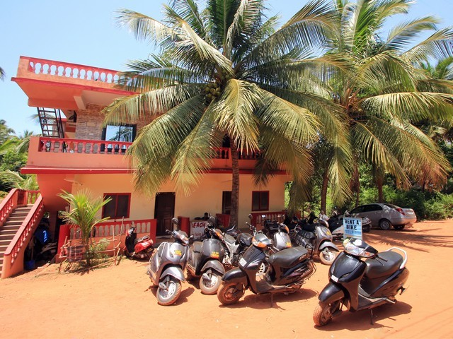 Beach queen guest house goa use coupon code bestbuy for Guest house in goa with swimming pool