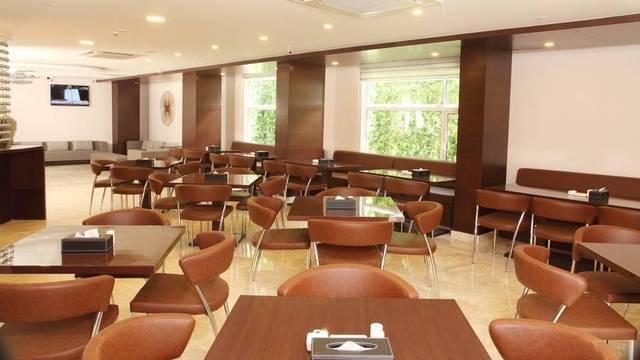 cafe_area_1_hotel_best_western_jagadish_jayanagar_bangalore