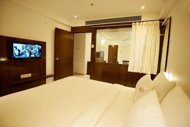 Luxurious_-_Suit_Rooms_5_(800x534)